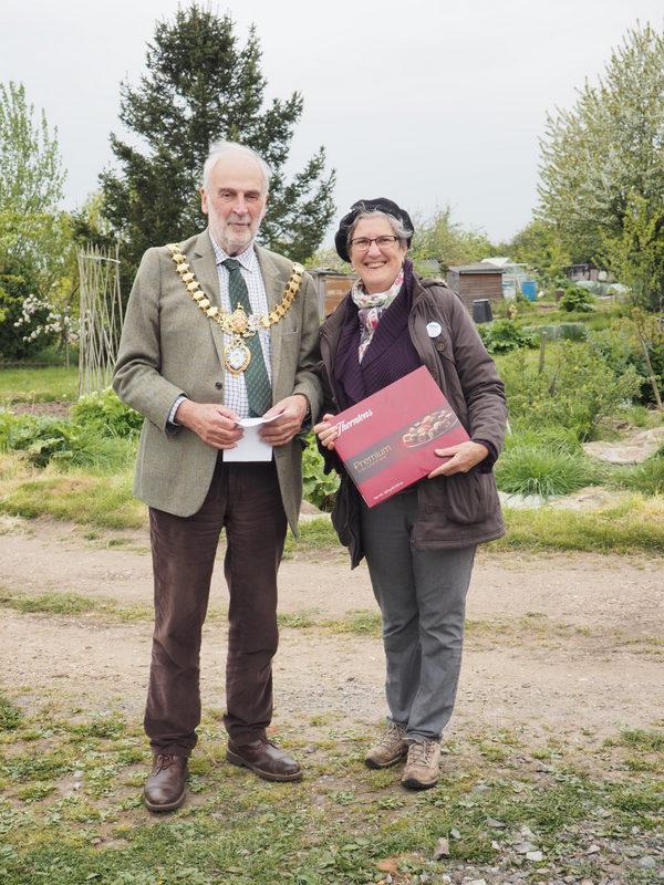 Bonny and Mayor 1